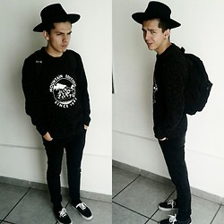 Edrei Mil - Tardan Hat, Vans Pull, Vans Shoes - My year with you.
