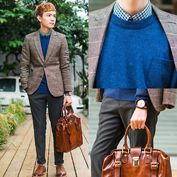 Dake Hu - J.Stream Shirt, J.Stream Sweater, J.Stream Blazer, J.Stream Pants, J.Stream Shoes, J.Stream Bag, Daniel Wellington Watch - December