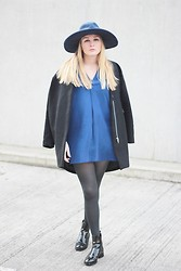 Laura Gudaite - & Other Stories Coat, Zara Hat, & Other Stories Dress, Zara Chelsea Boots - Minimal in shades of blue