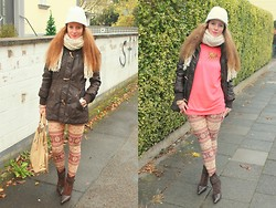 Rimanere Nella Memoria - Dreimaster Parka, Leggings, Miss Sixty Shoes, Only Sweater, H&M Hat - Norweger Leggings