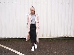 Zoé Hermsen - Topshop Coat, H&M Sweater, H&M Skirt, Reebok Shoes - Black Grey Pink White