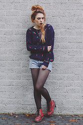 Silvy De Jong - Chic Wish Jumper, Levi's® Shorts, Dr. Martens Docs - She wants the silence but fears the solitude