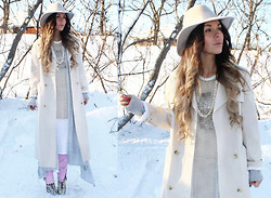 Katia Nikolajew - Bewolf Clothing Hat, Bewolf Clothing Trench, Bewolf Clothing Knit, Bewolf Clothing Vest, Forever 21 Jeans - All about Pastels...