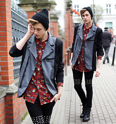 Adrian Kamiński - Beanie, Blazer, Obey Shirt, Pants, Shoes -  RAMONES MIX LOOK