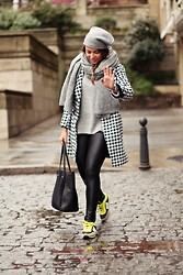Mondaytofriday Blog - Sheinside Coat, Calzedonia Leggins, Mustang Sneakers, Zara Scarf - Comfy & Chic