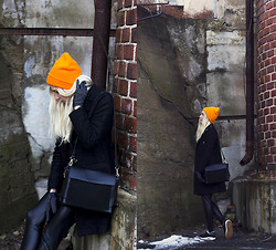 Christa Könönen - Zara Bag, H&M Beanie, Nike Shoes - Orange Orange