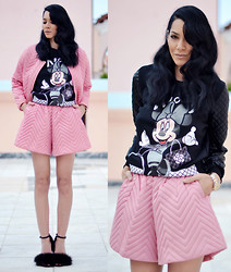 Konstantina Tzagaraki - Twin Set, Sweatshirt, Heels - The world is full of magic things..