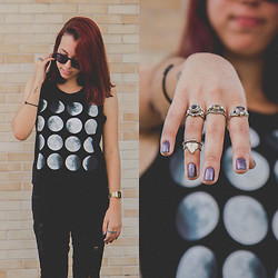 Thais Pedrada - Second Hand Vintage Rings, C&A Ripped Black Jeans, Moon Top, Golden Casio Vintage - Moon