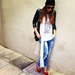 ANNA T. - Zara Heels, Brandy Melville Usa Tshirt - Sweet blues