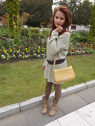 Tanya Wall - Soft Grey Boyfriend Style Oversize Sweater, Vintage Belt (1980 ), Yellow Vintage Purse, Babou Stripe Coffee Cream Panthyose, Cool Way Combat Boots - Sweater boyfriend style