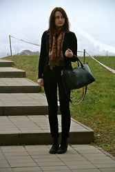 Maja R. - Primark Bag, H&M Black Jeans, Topshop Ankle Boots - In the foggy mist