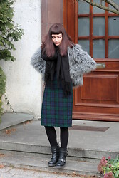 Veronica Zukovski - Vintage Tartan Skirt, Biker Boots, Fox Fur - Make it work
