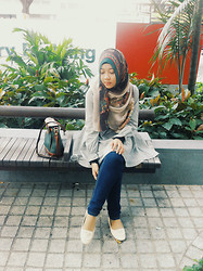 Artz Jonathan - Nusheenurra Cinderella Hijab, Shopsyafinc Grey Striped Babydoll Dress, High Waisted Jeans, Zalora Ribbon Flats, Vintage Bag - Babydoll