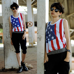 Händer Duarte - Stymest Clubmaster, Choies Usa Flag, Stymest Korean Sweatpants, Mad Rats - Party In The U.S.A