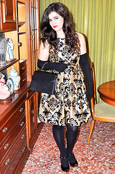 Amanda R. - C&A Gold And Black Velvet Dress, Vintage Bag, Guantes Camps Gloves, Lastrada Heels - Noël dress