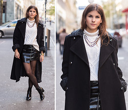 Michèle Krüsi - Vintage Maxi Coat, H&M Turtleneck Sweater, Stylestalker Zipper Skirt - WARMING COAT