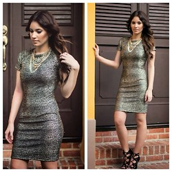 Mariely Anais - Bar Iii Dress, Express Necklace - Metallic Gold