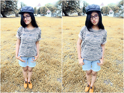 Aprilia Yosephine Tohana - Nevada Simple Army, Levi's® Sexy Blue Short, Pretty Rown Cloud Hat - I Wanna Be Forever Young