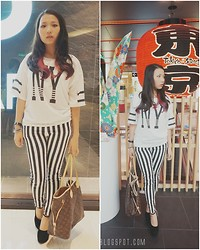Angeline Ng - Louis Vuition Tote, Striped Jeans, Ny Top, H&M Chain Bracelet - Stripes enough.