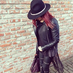 Kay M. - Zara Hat, Zara Jacket, H&M Blouse, H&M Legging, Zara Bag - Black.