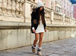 ANGELA ROZAS SAIZ - Beanie, Dress, Boots - WINTER WHITE