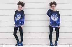 Sarah Jay - Romwe Starbucks Galaxy Sweater, H&M Purple Acid Wash Shorts, Ustyle Galaxy Motorcycle Boots - Spacey Starbucks