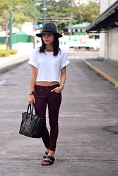 Lana Tiotuyco - Mango Hat, Topshop Cropped Shirt, Mango Jeans, Céline Bag, Birkenstocks Sandals - Shower Sandals
