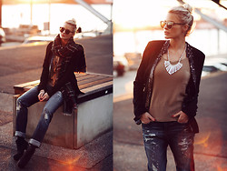 La Leonella - Mavi Denim, Rich & Royal Blazer, Zarood Necklace - Happy New Year <3