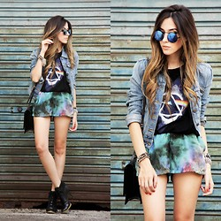 Flávia Desgranges van der Linden - Romwe T Shirt, Chamelle Shorts, Zerouv Sunglasses - Dark side of the Moon