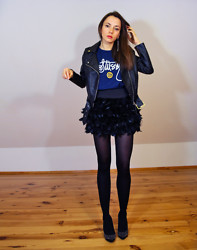Jointy&Croissanty © - H&M Jacket, Stüssy T Shirt, Stradivarius Skirt - Feathered skirt