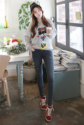 Miamiyu K - Miamasvin Basic Knit Beanie, Miamasvin Minnie Mouse Sweater, Miamasvin Destroyed Gray Jeans, Miamasvin Star High Top Sneakers - Oh Minnie!