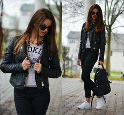 Saskia Ciliberto - Ray Ban, Bershka Black Striped  Polo, Stradivarius Black Backpack, Nike Air - Black Backpack