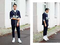 Thibaud G. - Vintage Jersey, Cos Shirt, Adidas White Leather Shoes - 1000 times
