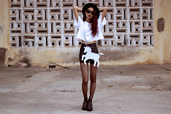 Vu Thien - Diy Top, Thrift Store Leather Shorts, Vagabond Boots, Prettyguide Bag - UNICORN