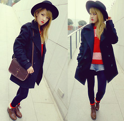 Chanssy X. - Topshop Black Felt Fedora, Forever 21 Geometric Print Jumper, Topshop Black Duffle Coat, Vintage College Style Bag, H&M Red Socks, Vintage Boots - ★ Geo Red in Black Duffle Coat ★
