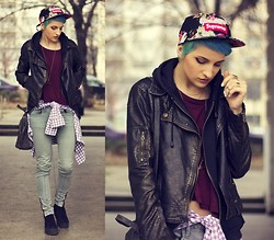 Gina Vadana - Supreme Hat, H&M T Shirt, Uniquism New York Leather Jacket, Only Shirt, Lee Cooper Jeans, H&M Sneakers, H&M Necklace, Pull & Bear Bag, H&M Rings - Grungeee