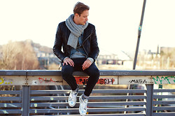 Ben W. - Michalsky Sneaker, Weekday Jeans, All Saints Jacket, H&M Scarve - Winter Walk