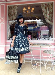 Lais Gonçalves - 25 De Março Polka Dots Usamimi, Le Café Orb Necklace, Body Line Black Melody Doll Jsk, Second Hand Polka Dots Bolero, Baby The Stars Shine Bright Lace Socks, Underground Polka Dots Shoes, Angelic Pretty Piano Bag, Le Carrousel Bracelet - You're so cynical, Narcissistic Cannibal.