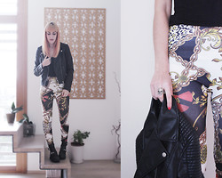 Chiara Cacciani - H&M Leather Jacket, Chains Leggings, Acherontia Skull Ring - Skull and chains