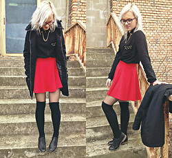 Veronika Pavlíková - H&M Red Skirt, Reserved Black Shirt, Oxford Shoes, Calzedonia Socks - Love & Destory
