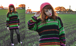 Elsa Lucía Flores - Elsa Lucia Diy Pink Flamingo Sea Hand Knitted Beannie Hat, Tibi Cutout Back Silk Blouse, Vintage Neon Oversized Sweater, Dorian Gray Bari 40 Antracita, Vans Kress Sneaker Voyr5eq (Black Pink) 2012, Elsa Lucia Diy Silver Chain Triangle Necklace - Neon Fields