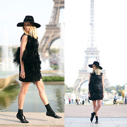 Oraclefox . - Ellery Feather Dress, Topshop Black Oversized Hat, 3.1 Phillip Lim Black Pointed Brogue - Paris Noir