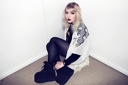 Thelma Malna - Missguided Lace Kimono, Vesst Wolf Shirt, 2nd Hand Bracelet, Buffalo 1310 2 Sneakers - MISSGUIDED LACE KIMONO