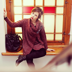Wioletta Mary Kate - Chic Wish Bag, Sheinside Sweater, Romwe Leggins, Cropp Boots - Light From The Window