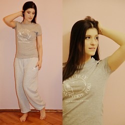 Cynthia Kuźniak - Sklepik Fokarium W Helu T Shirt, Sklepik Fokarium W Helu Sweatpants - Charity! save the Baltic seals!