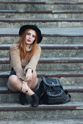 Cátia Gonçalves - Parfois Black Hat, Handmade Cropped Sweater, Levi's® Levis Shorts, Pull & Bear Cut Out Boots, Parfois Studded Backpack - If I know where I'm going I don't know from where I came