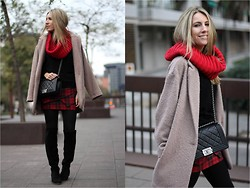 Mónica Sors - Primark Coat, Celop Punto Skirt, Chanel Bag - Boy meets tartan