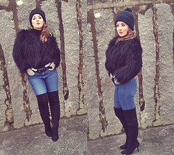 Cátia Barge - Mango Coat, Zara Boots Over The Knee, H&M Jeans - Over The Knee Boots