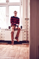 Andy Thaeger - H&M Sweater, H&M Chino, H&M Shoes - Freddy Kruger Looalike