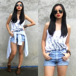 Nadine Julian - Levi's® Diy Teetered Shorts, Artwork White Top, Ray Ban Aviators - Just In Case It Gets Cold